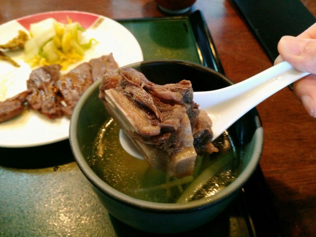 たんとろ テールスープの肉