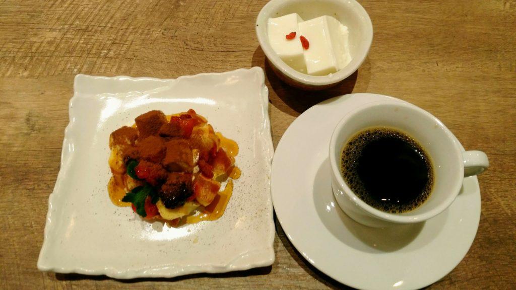 ビーフィーズ 仙台中田店 できたてティラミス、なめらか杏仁豆腐