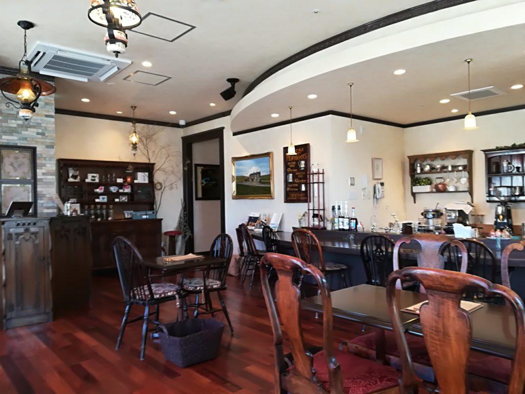 太子堂 ヴィンテージカフェ 店内のアンティーク家具