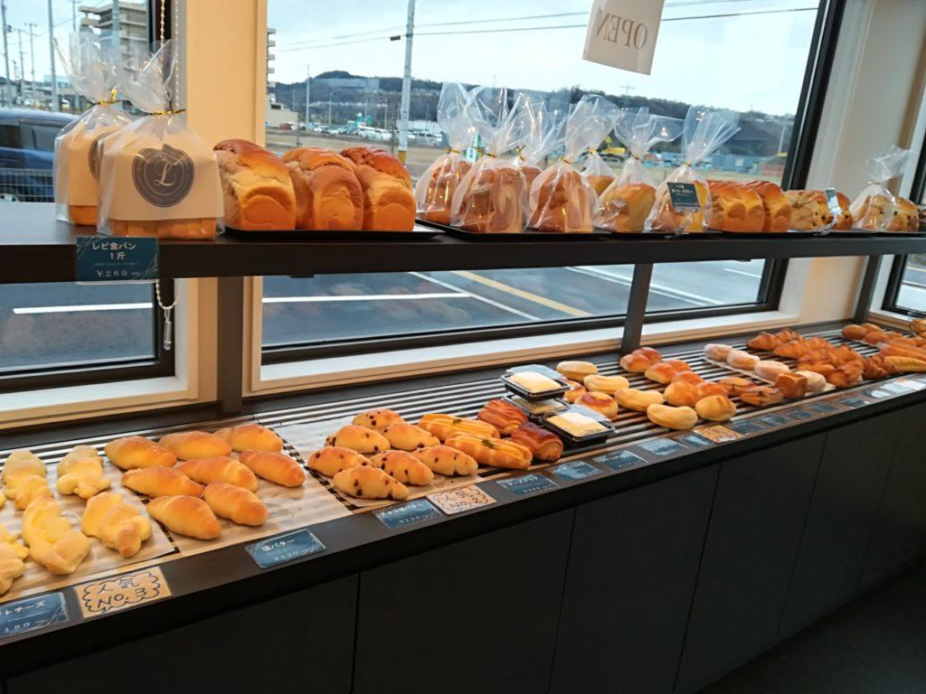 富沢 レピコロレ 店内のパン