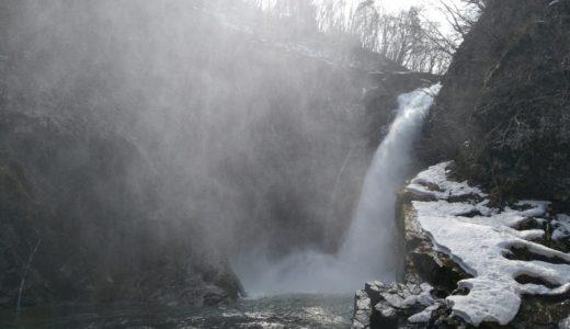 秋保大滝の四季|春夏秋冬の見所・写真集|しぶきで虹が見えるポイントは?