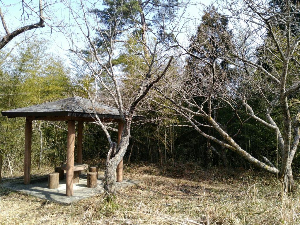 尊久老稲荷神社の東屋