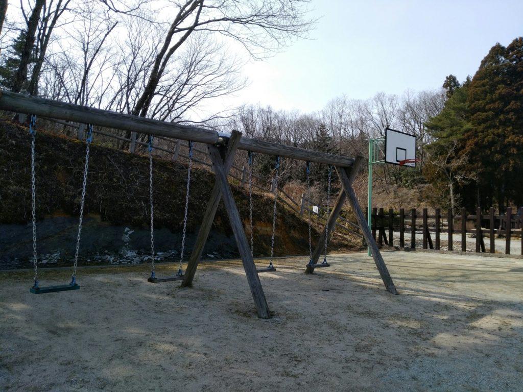 山元町 深山山麓少年の森 ブランコとバスケットゴール