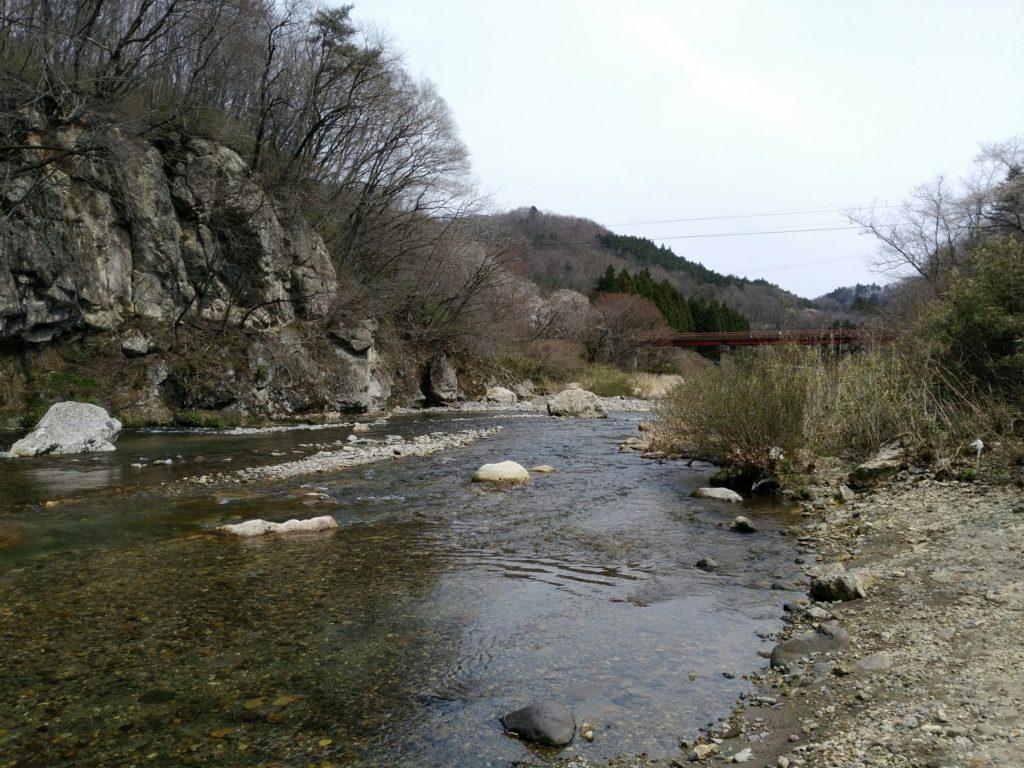 羽山公衆トイレ近くの名取川