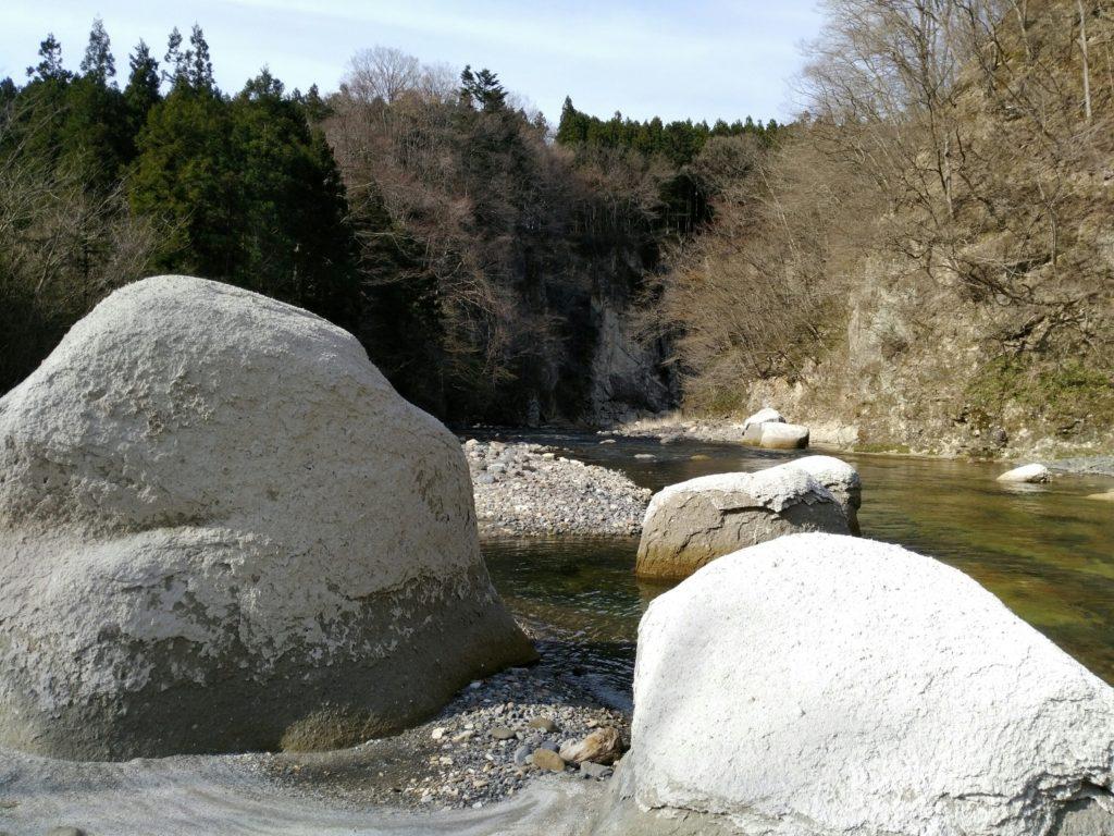 名取川 白岩付近 大きな岩