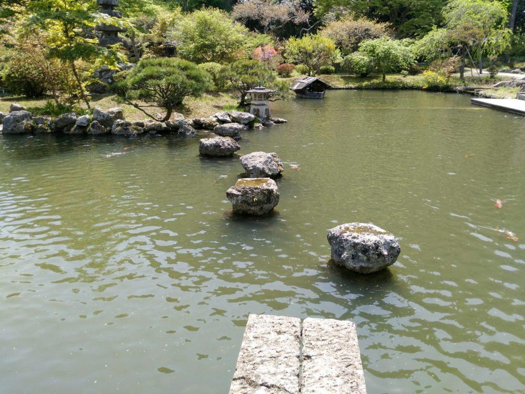天守閣自然公園 池の石
