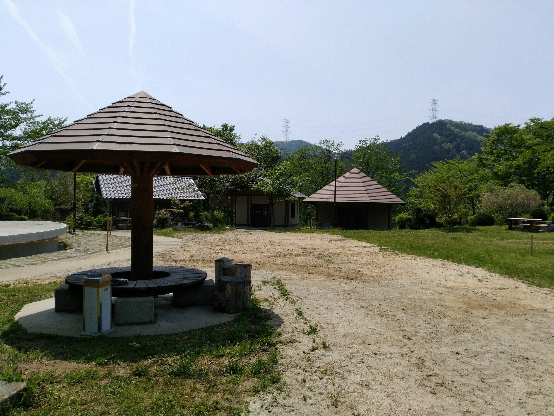 弥治郎こけし村 工房 広場