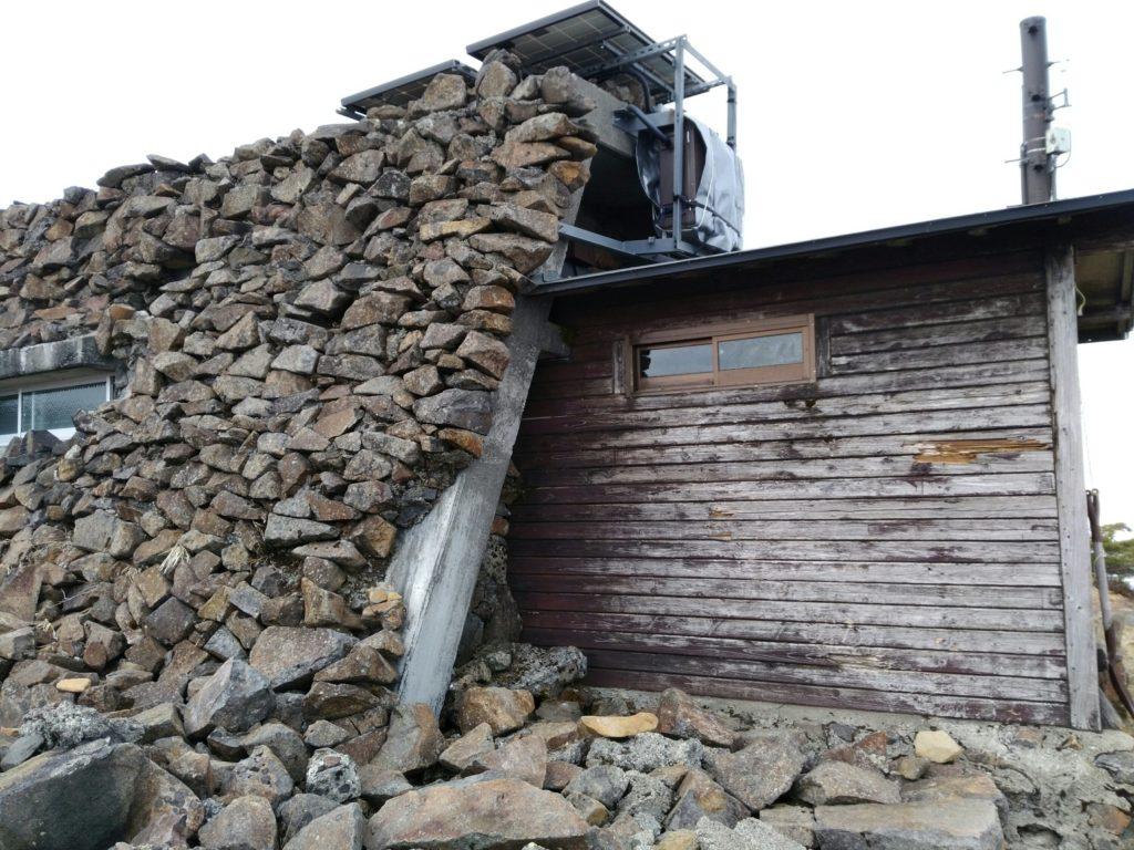 刈田岳 山頂 小屋