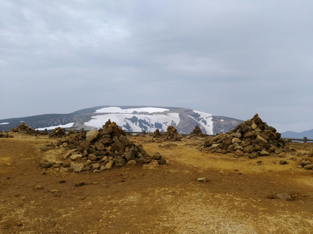 刈田岳 山頂 積まれた石