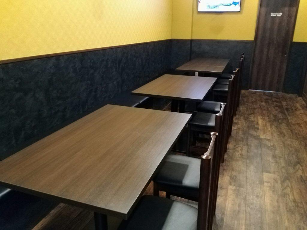 長町いさな テーブル席2