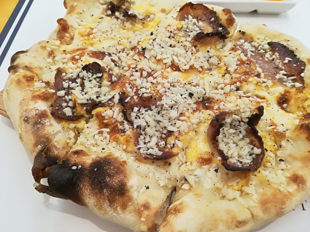 富沢 チーズキッチン ペコリーノ・ロマーノたっぷりの濃厚ピザ