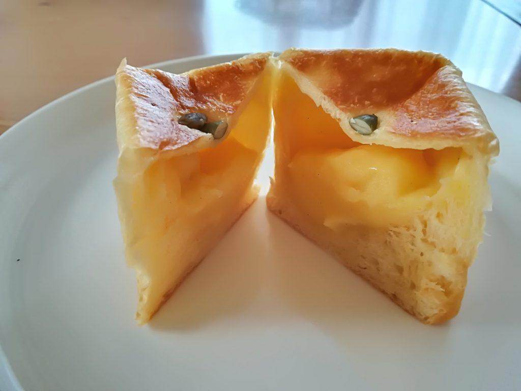 MONAMONA富沢店 ブリオッシュのクリームパン