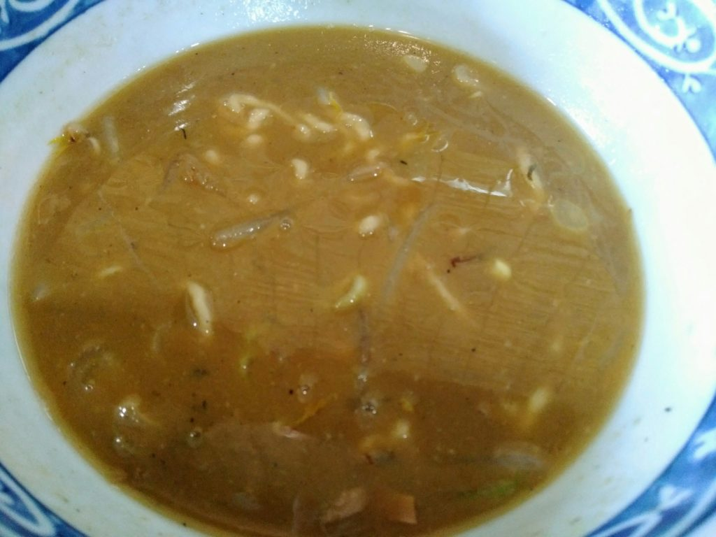麺屋八の痺れる味噌ラーメンのスープ