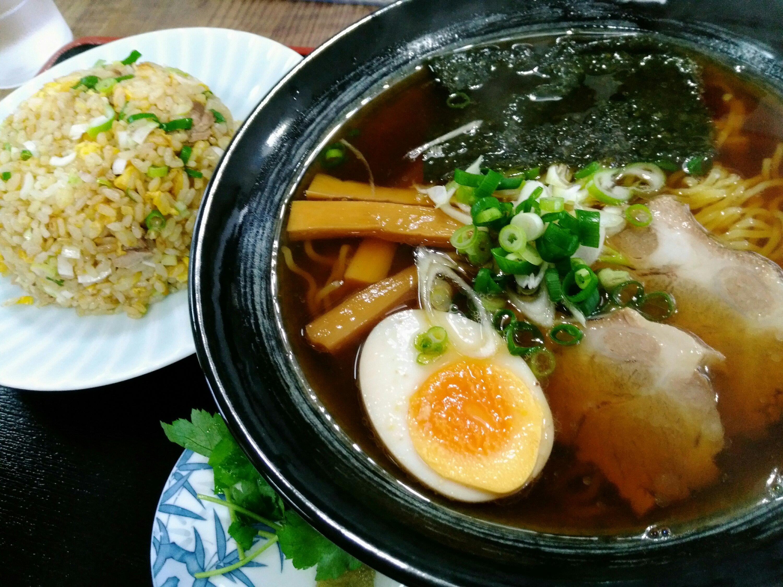 太白区中田「木の家食堂」の醤油ラーメンと半チャーハン