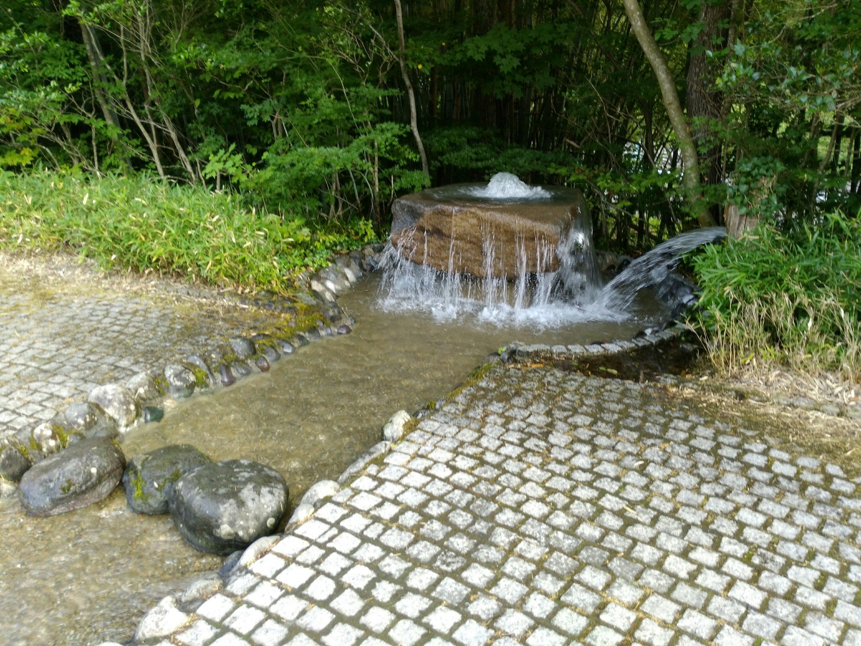 白石市の材木岩公園で水遊び
