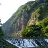 夏の材木岩