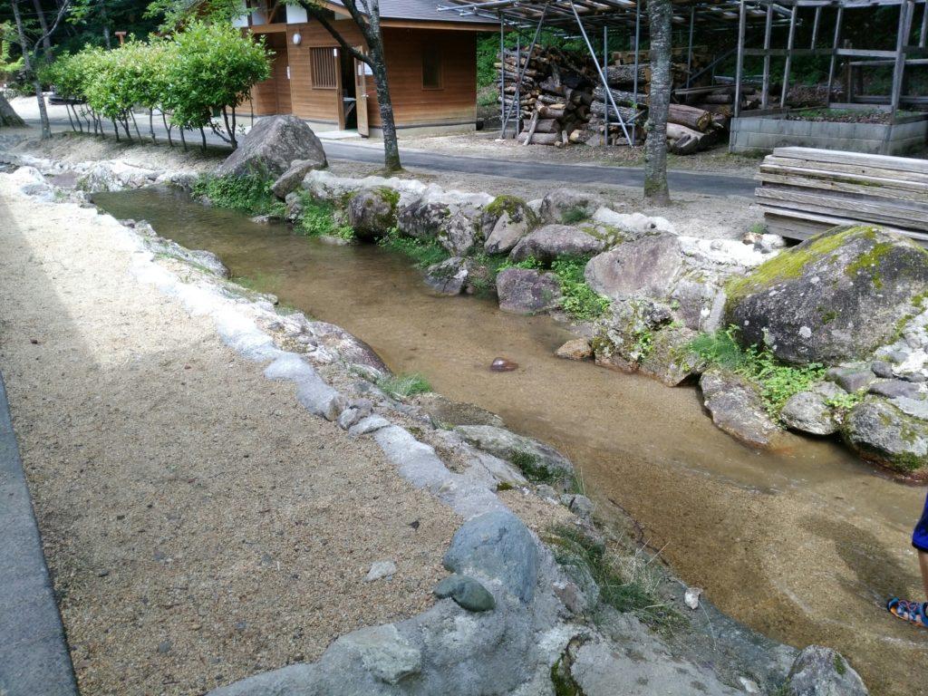 第二キャンプ場の小川