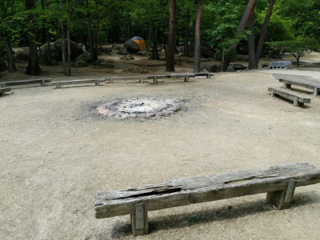 キャンプファイヤーの場所