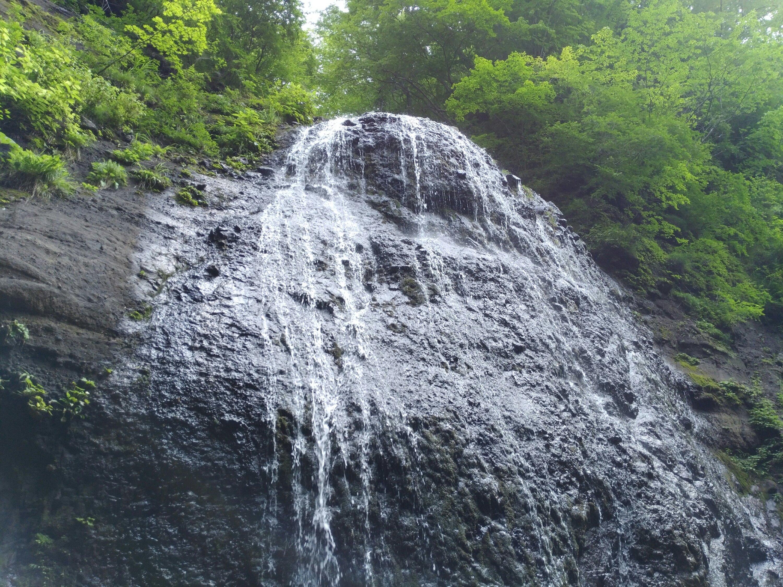 間近で見る不動滝