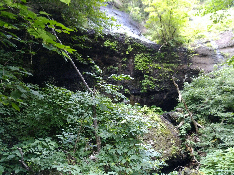 丸森町の地蔵滝(夏)