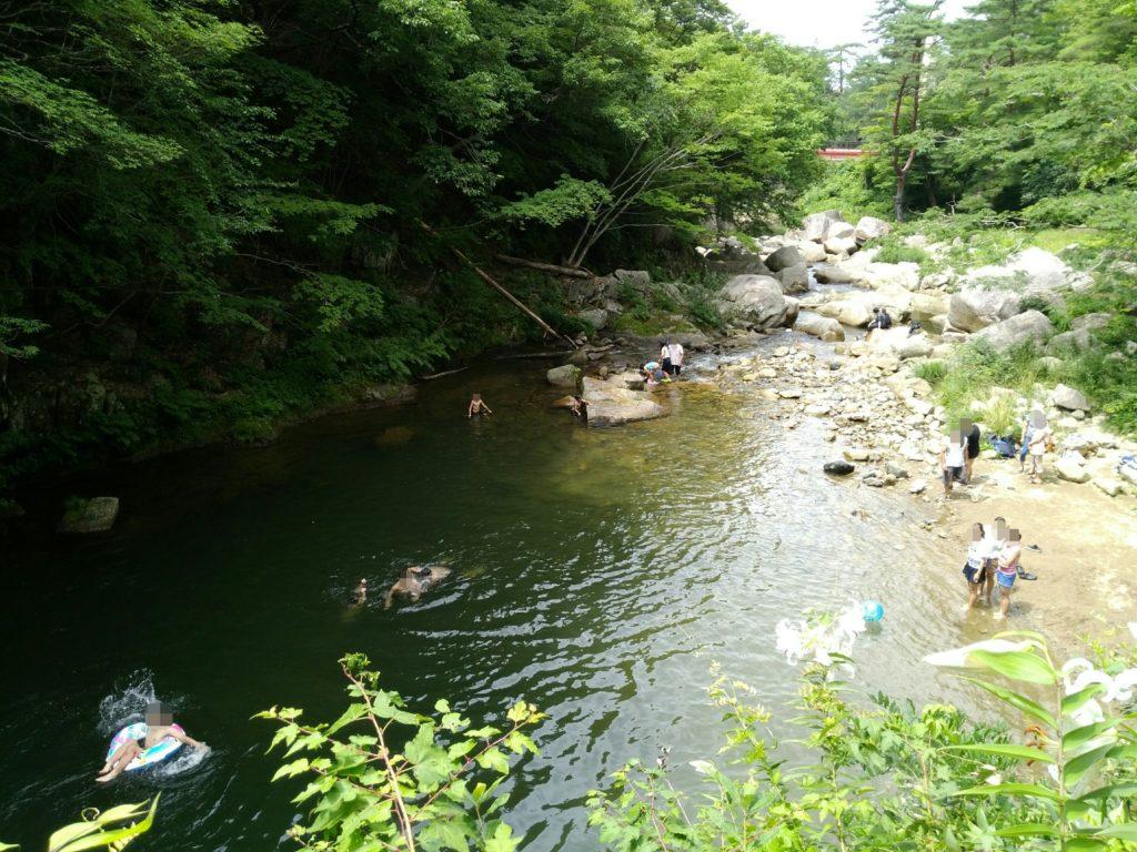 丸森町の不動尊公園で川遊び