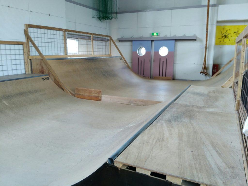 川崎スポーツパークのスケートランプ