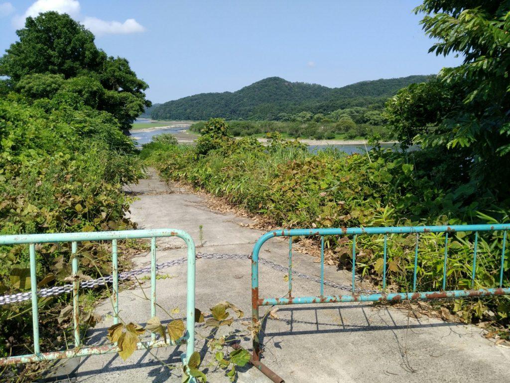 北川への道
