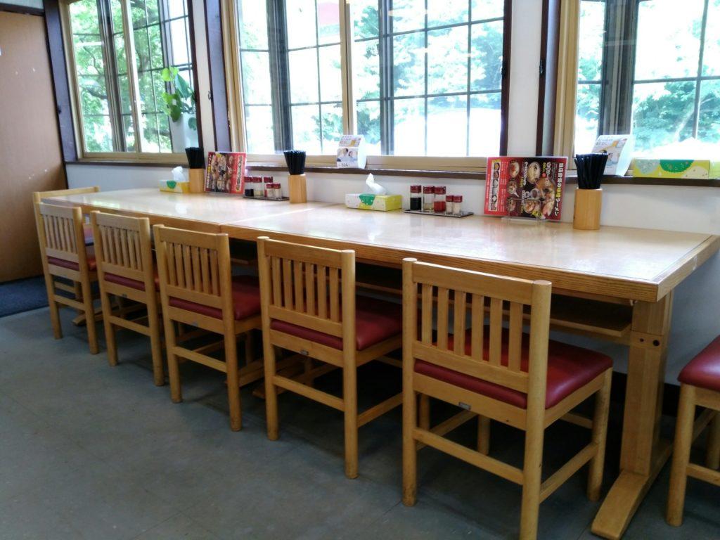 ラーメン渓流のテーブル席