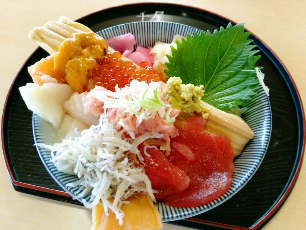 ゆりあげ朝市メイプル館 千屋の海鮮丼