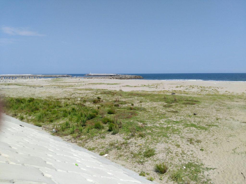閖上の堤防から見た海