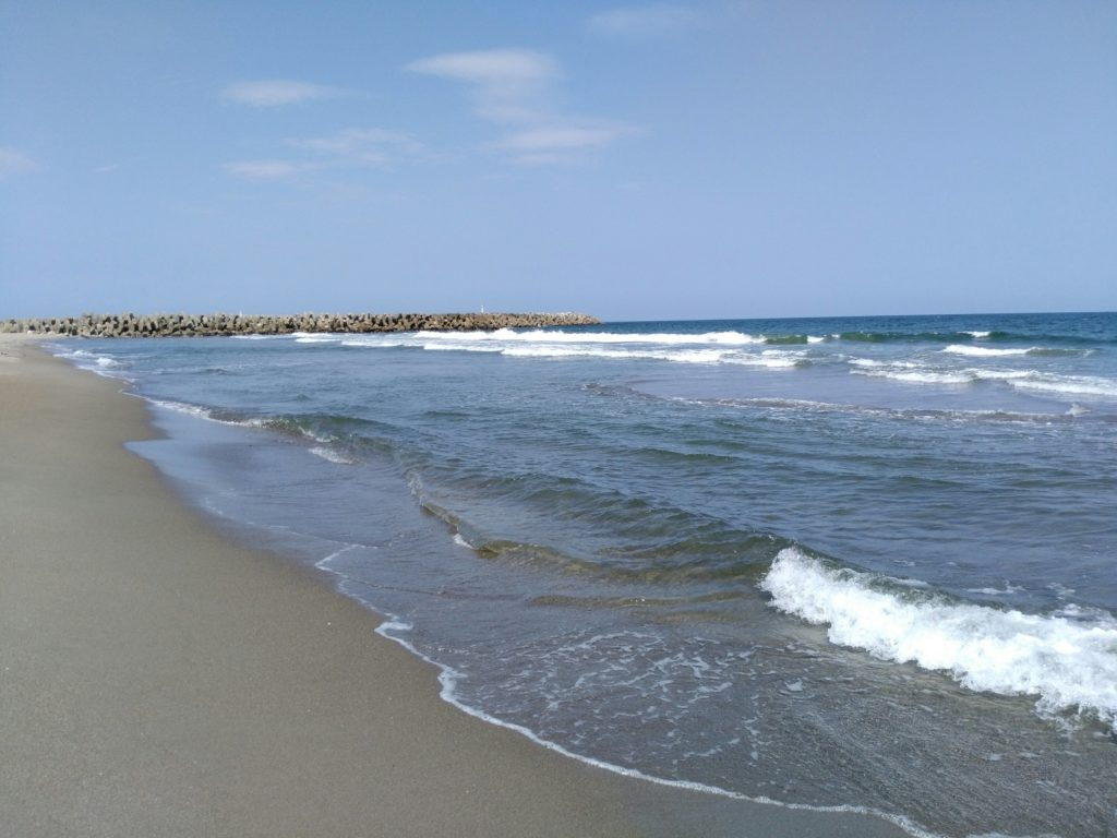 閖上浜の波打ち際(北側)
