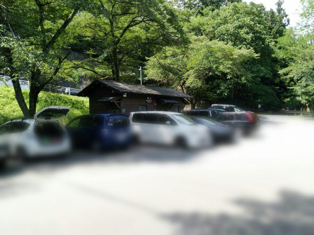 羽山公衆トイレの駐車場