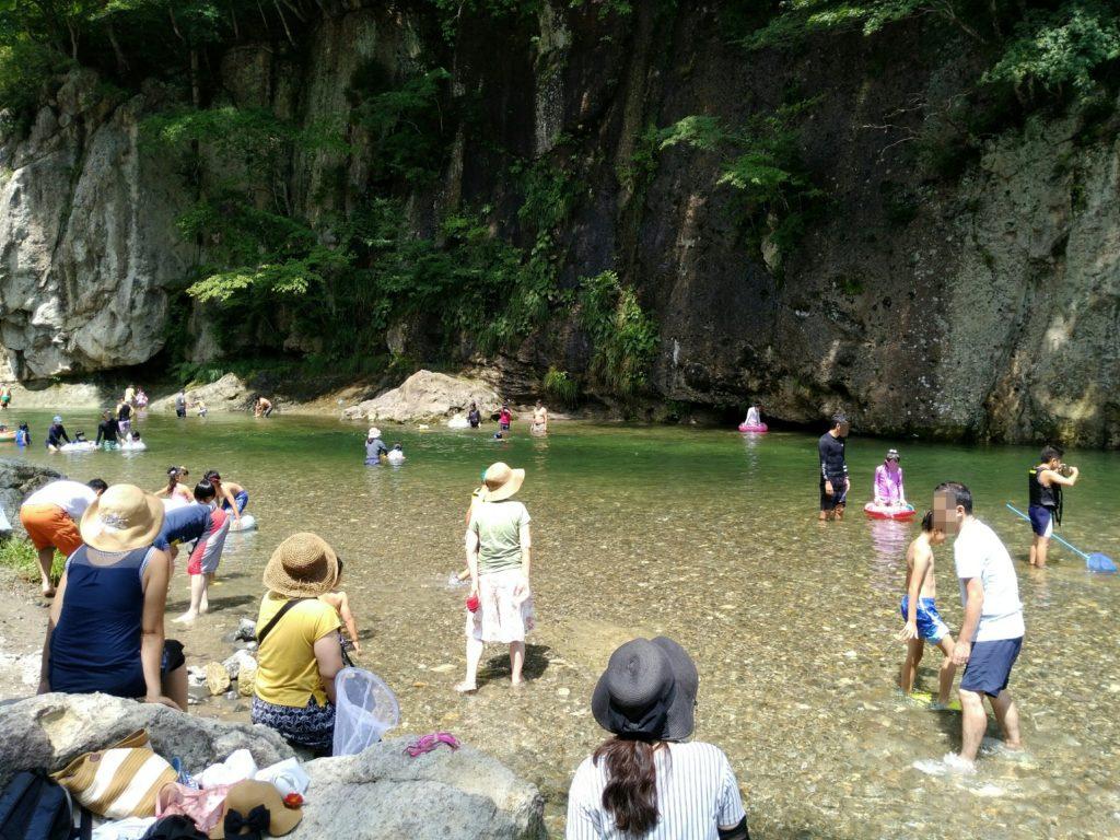 秋保の名取川で水遊び