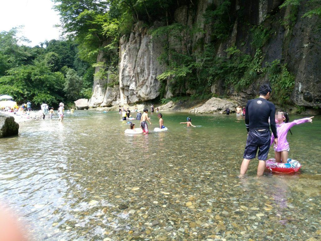 羽山橋で水遊び