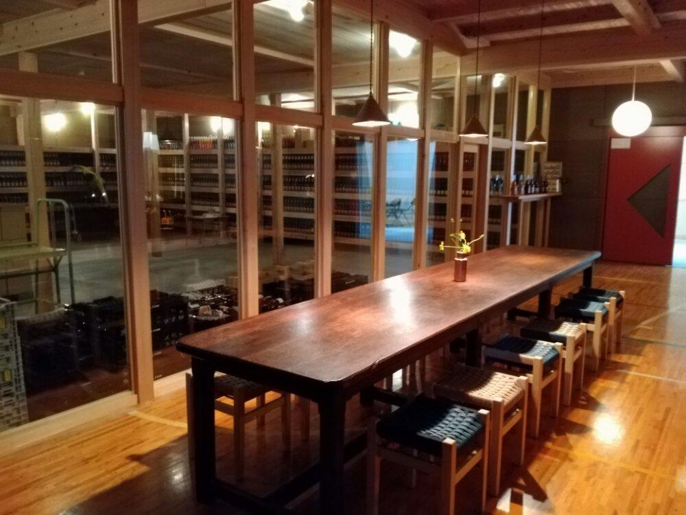 川崎町のワイナリーのテーブル席
