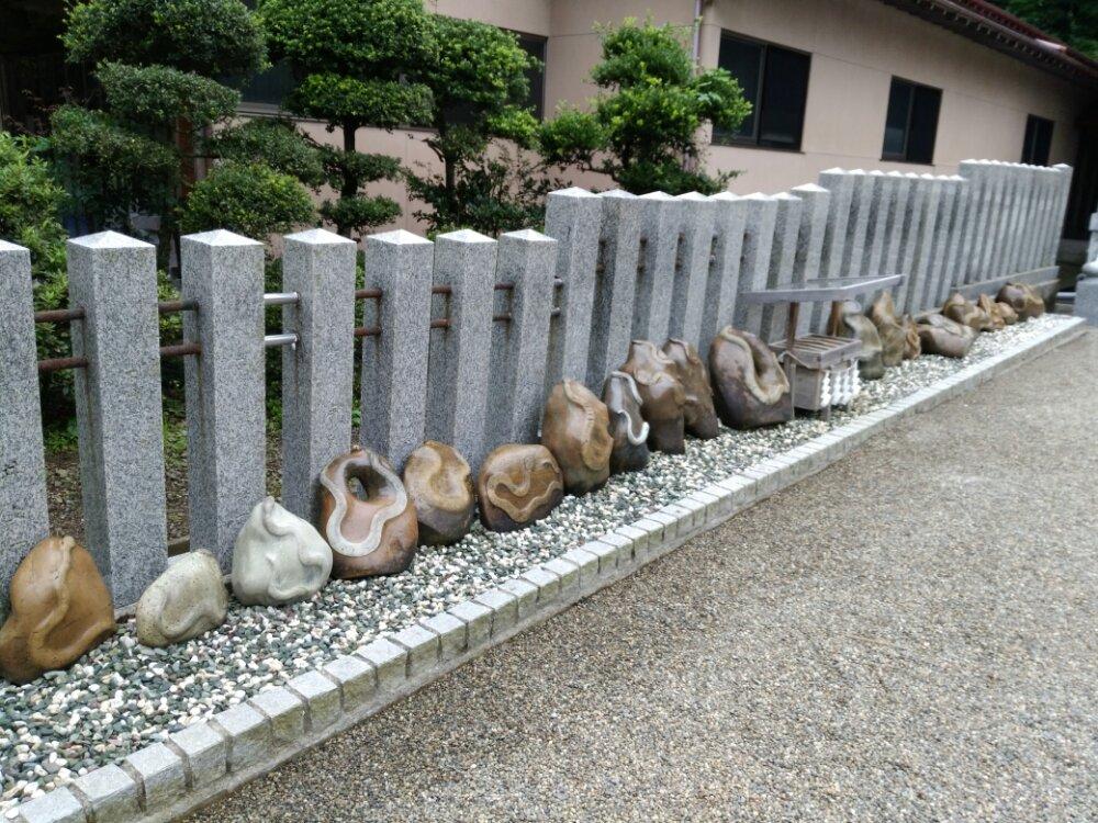 金蛇水神社 蛇紋石