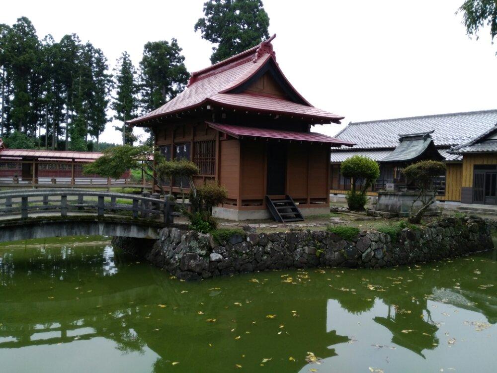 名取市 熊野神社(熊野新宮社)の神池