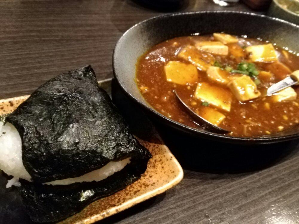 麻婆豆腐とおにぎり