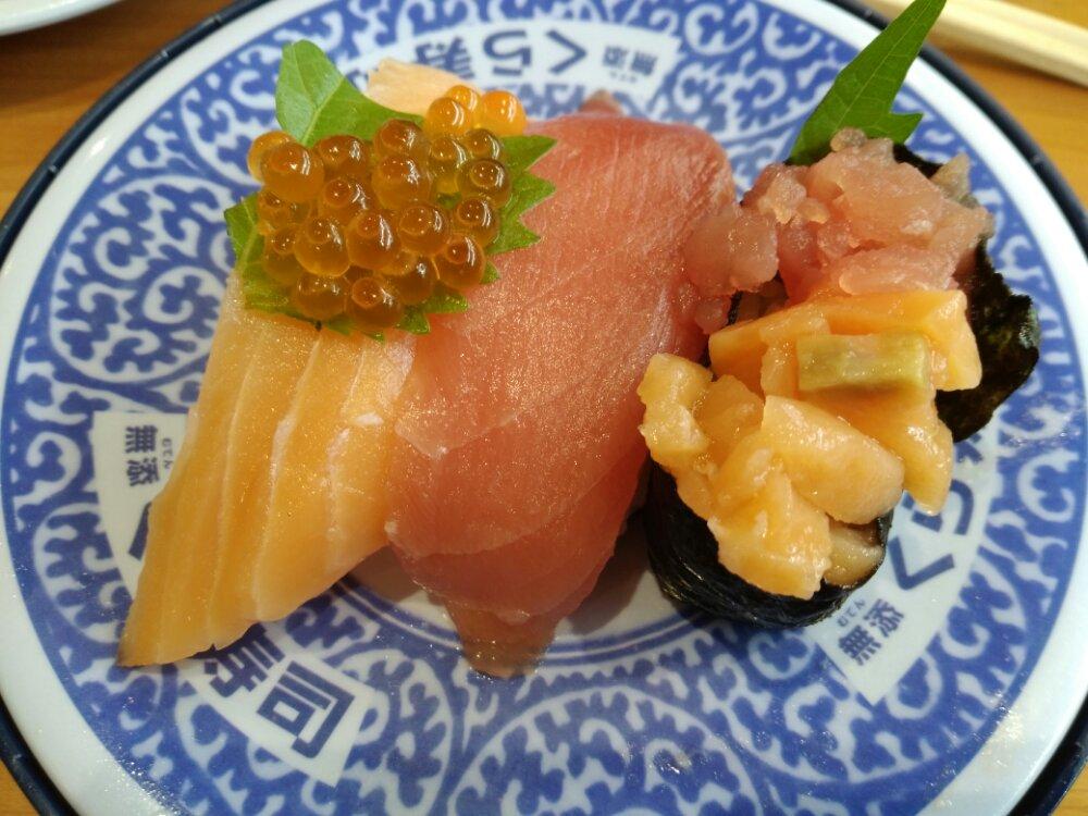 くら寿司 豪華サーモンとまぐろ三種盛り