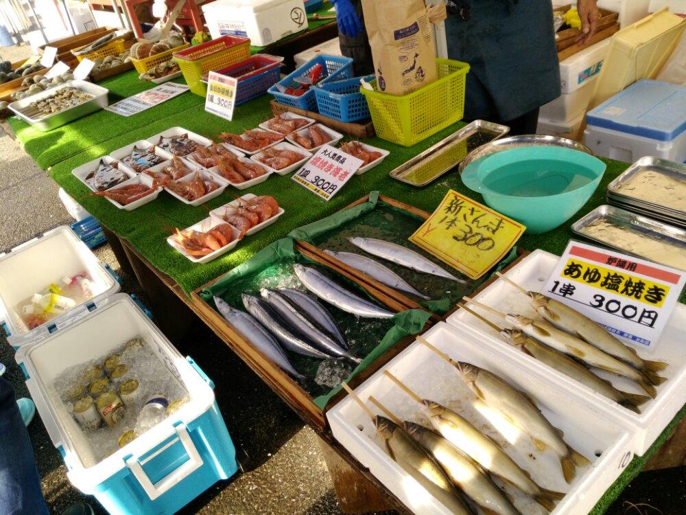 閖上港朝市の魚貝