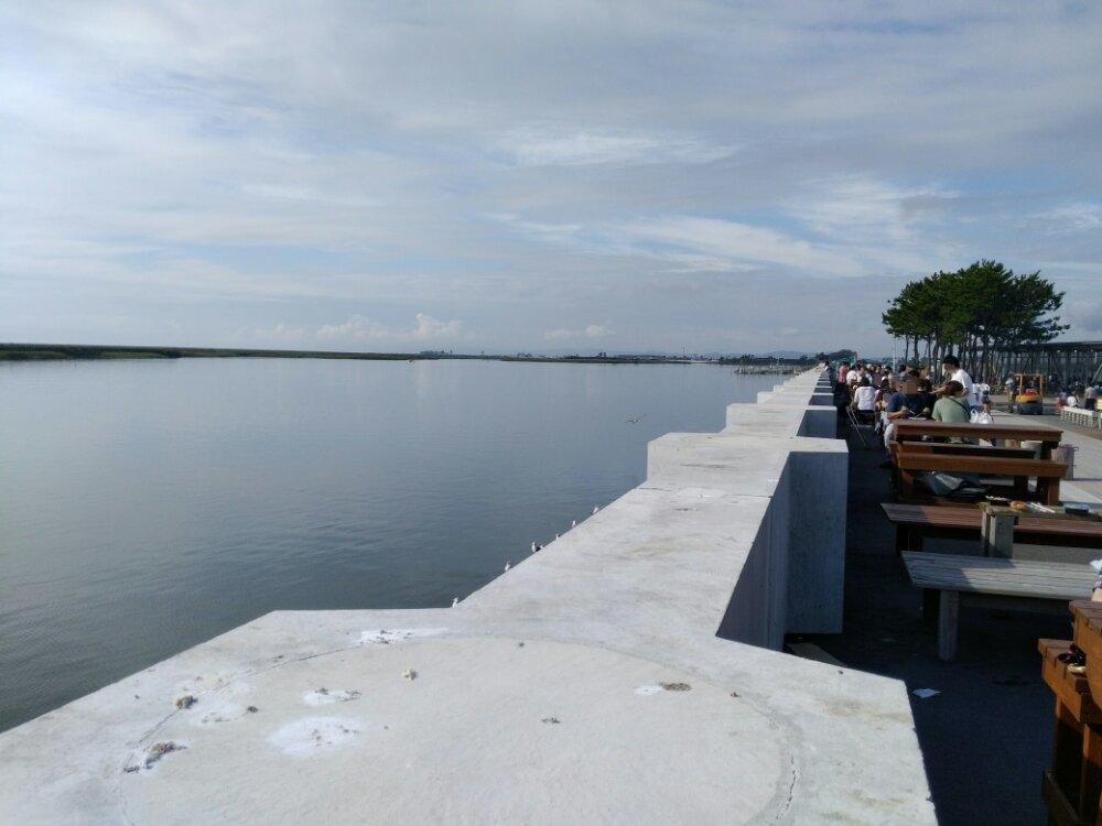 閖上朝市の海が見えるテーブル席