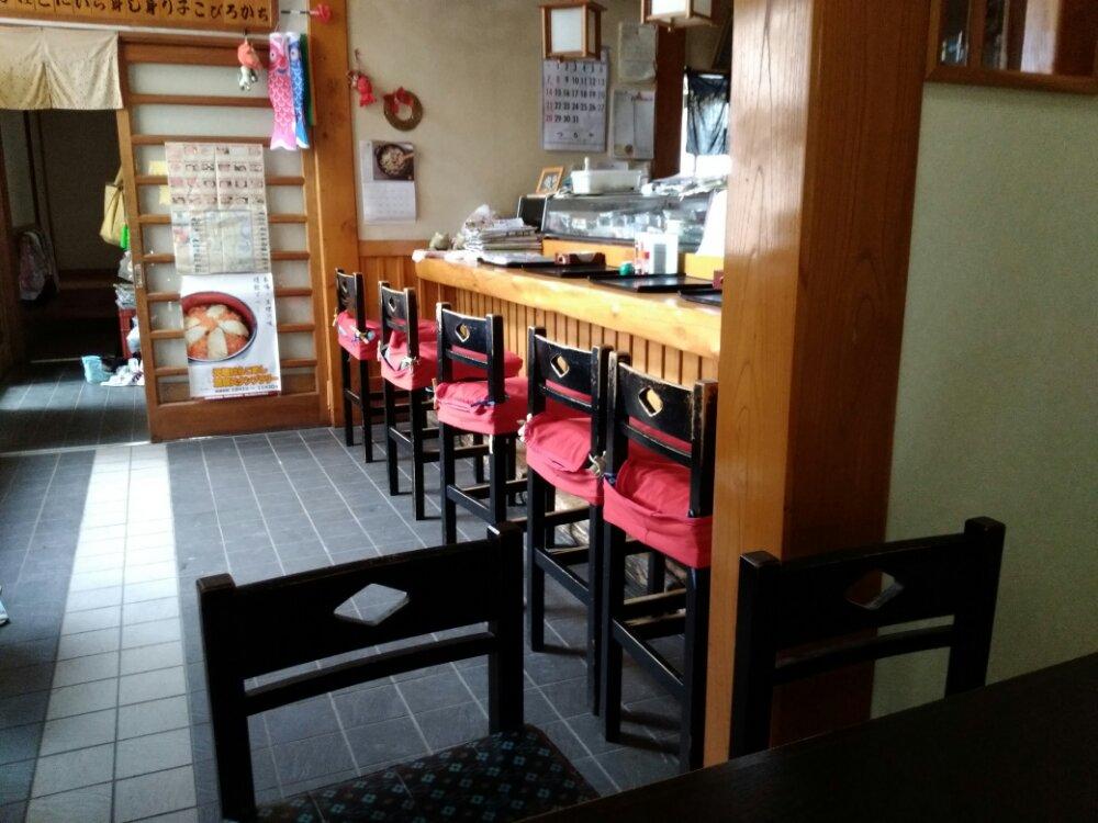 亘理町 与香朗寿司の店内