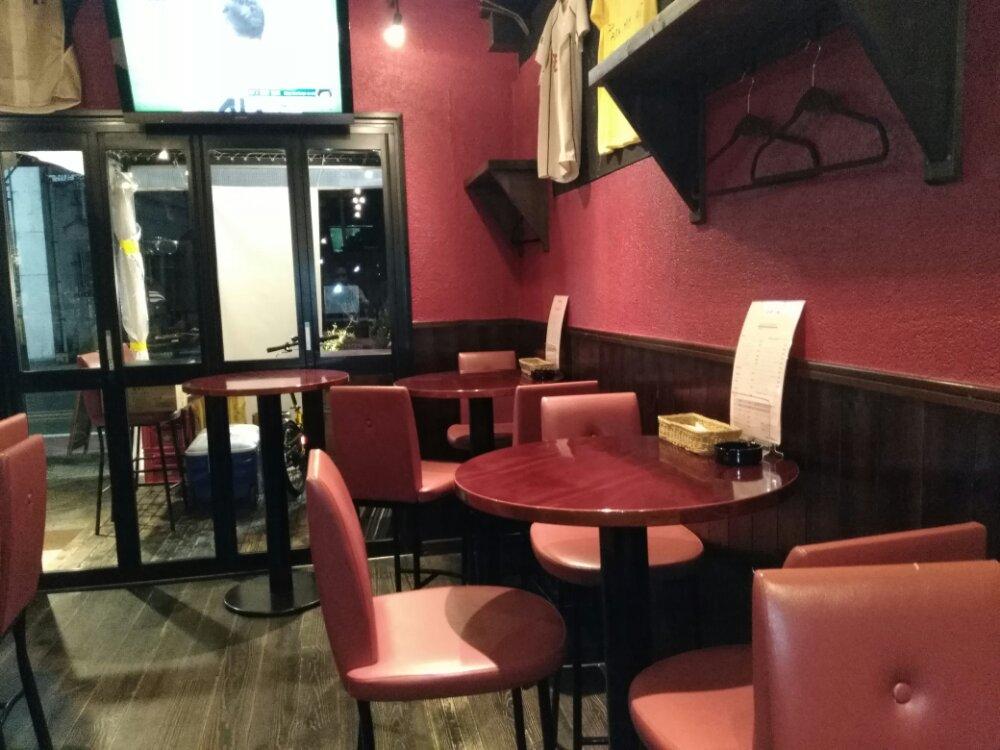 エスタシオンバル ナトリのテーブル席