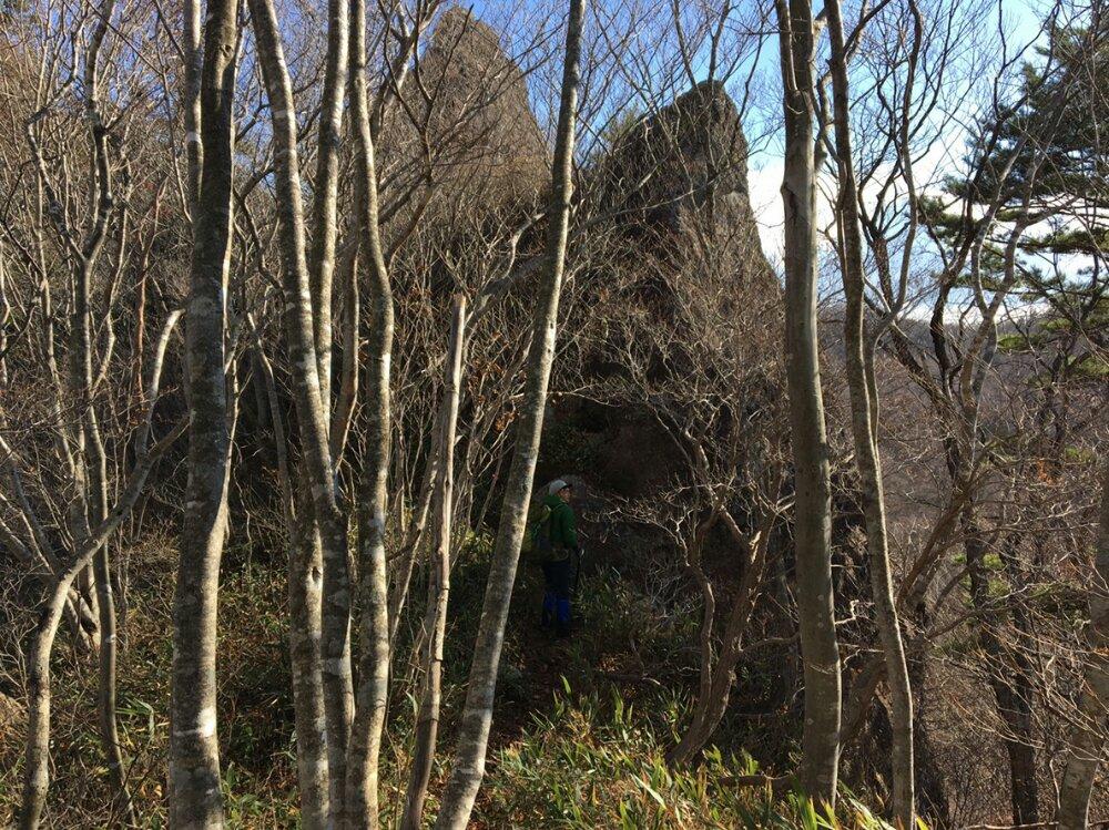 オボコンベ山の尖った岩