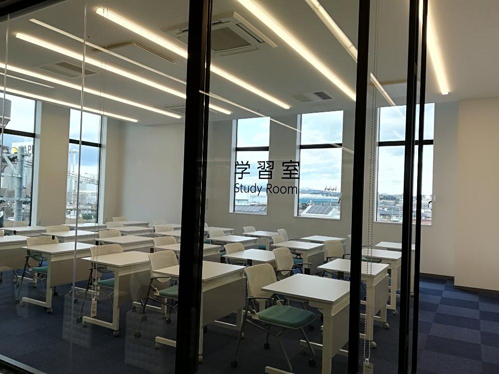 名取市図書館の学習室
