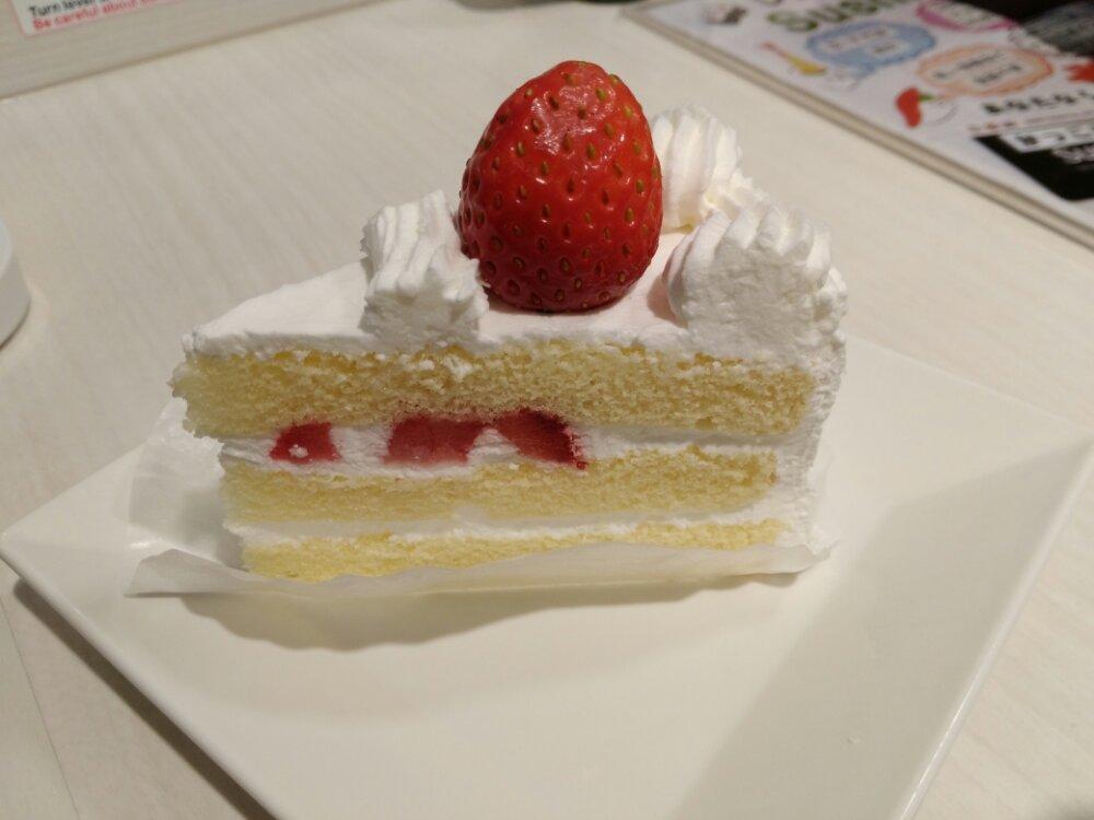 魚べいの苺ショートケーキ