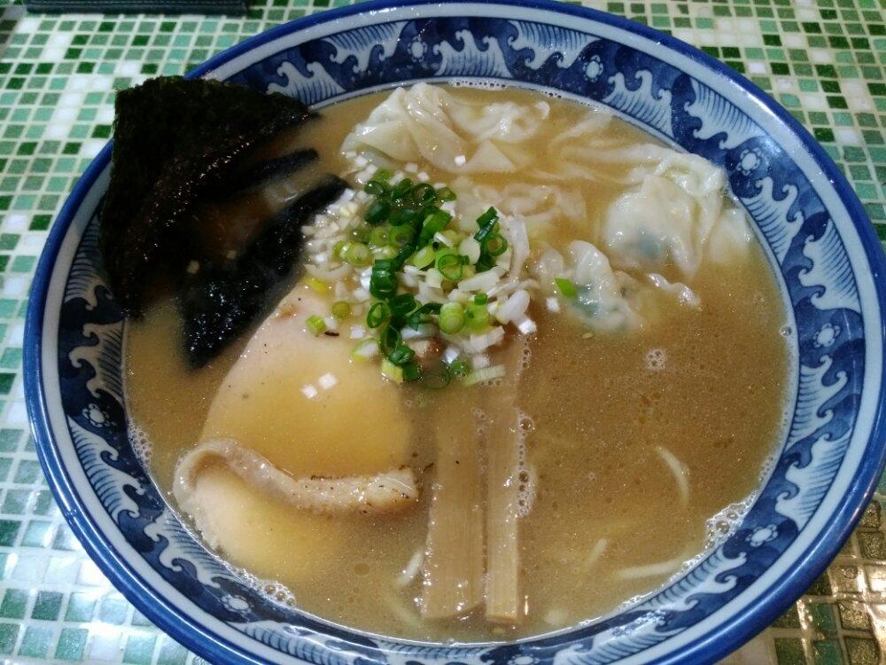 中華そばいぶしの鶏ワンタン麺