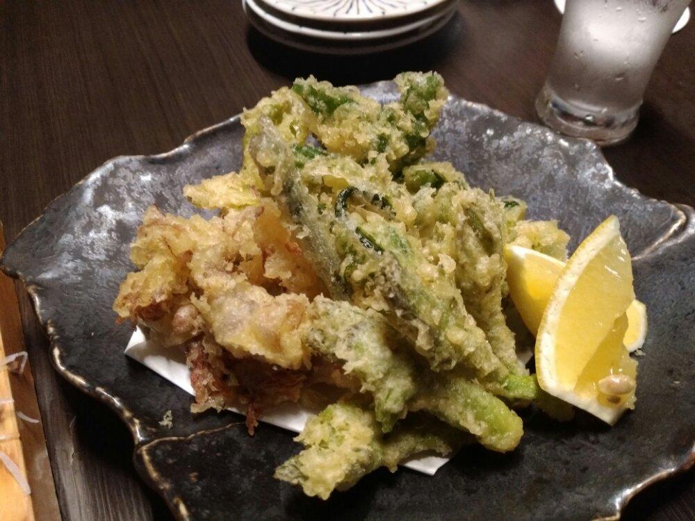 ホタルイカと山菜の天婦羅