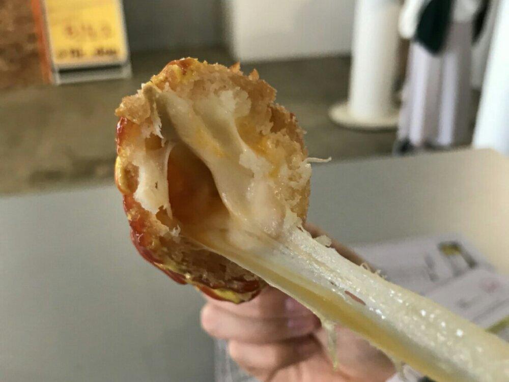 伸びるモッツァレラチーズ