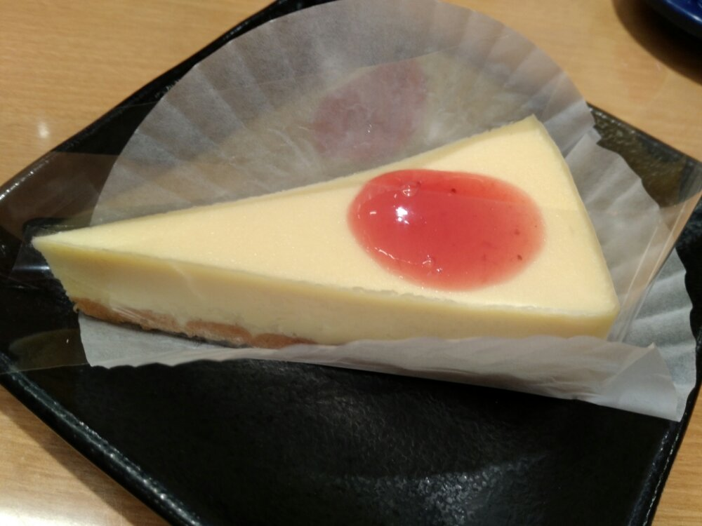 スシローの苺ソースがけニューヨークチーズケーキ